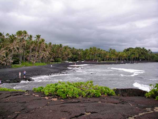 Puunaluu black sand beach - Hawaii Big Island
