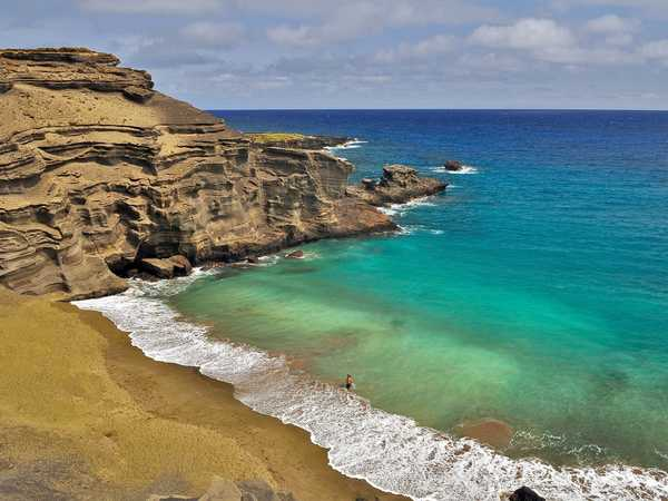 Papakolea green sand beach - Hawaii Big Island