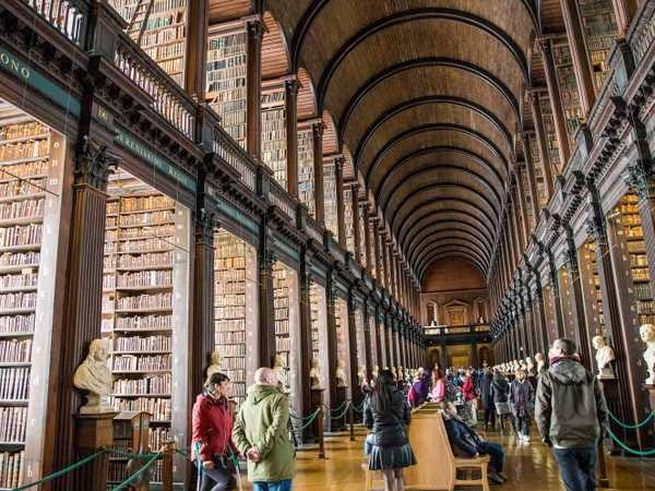 Long Room della Old Library - Trinity College - Dublino