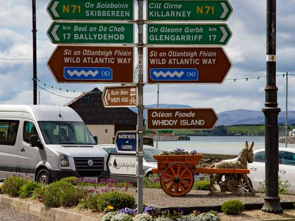 Cartelli che segnalano la Wild Atlantic Way - Bantry