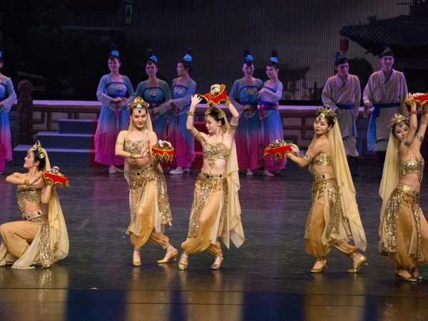Spettacolo  'Dancing along the silk road' nel teatro di Dunhuang